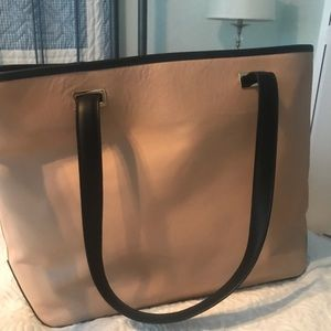 Lo and Sons 13 in Seville Tote with 3 shells. NWT